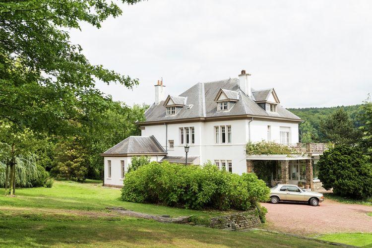 Villa met zwembad met wifi  Ronse  Prachtige villa op landgoed met mooieparktuin met zwembad en poolhouse met sauna