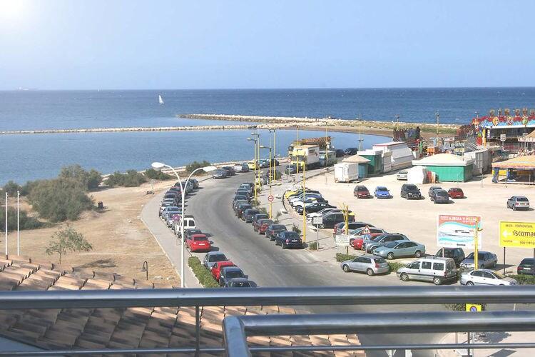 Denia Vakantiewoningen te huur Luxe penthouse in Ibiza style en het centrum van Denia first-line aan de zee