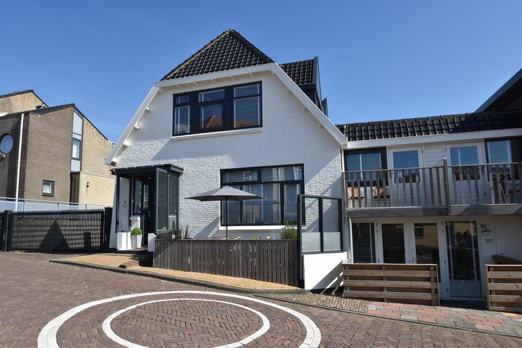 Bergen-aan-zee Vakantiewoningen te huur Uniek gelegen studio in Bergen aan Zee 200m van het strand met privé parking
