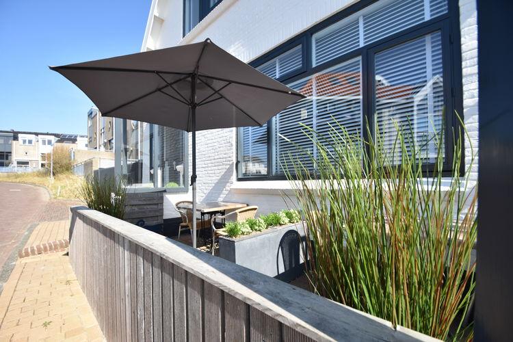 Bergen-aan-zee Vakantiewoningen te huur Uniek gelegen studio in Bergen aan Zee op 200m van het strand met privé parking
