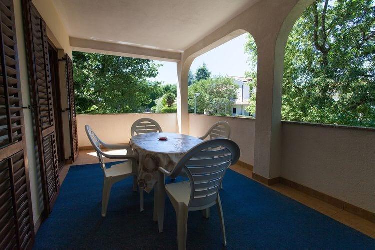 Vantačići Appartementen te huur Comfortabel appartement met dakterras en een BBQ voor gebruik!