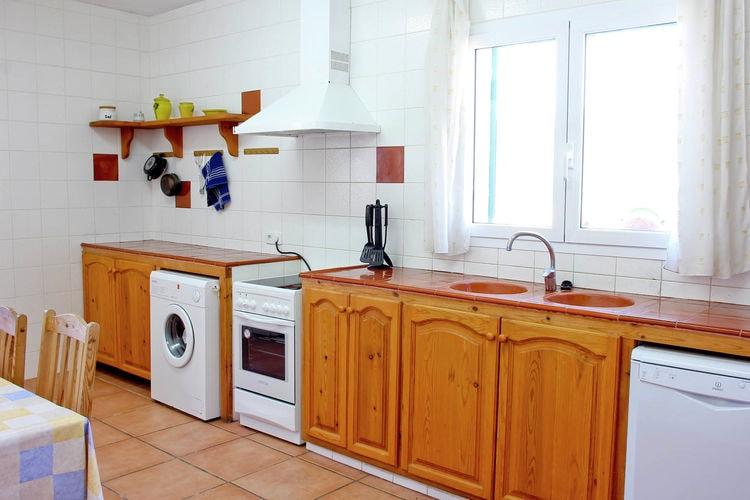 Ref: ES-00024-79 4 Bedrooms Price