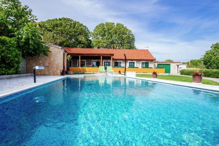 Vakantiehuis met zwembad met wifi  KakmaHoliday house Momo