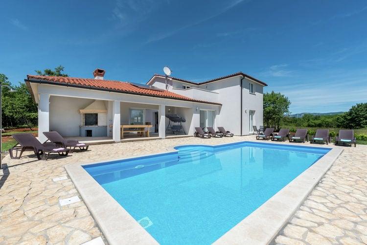 Rabac Vakantiewoningen te huur Rustige villa met zwembad, speeltuin voor kinderen, terras, barbecue