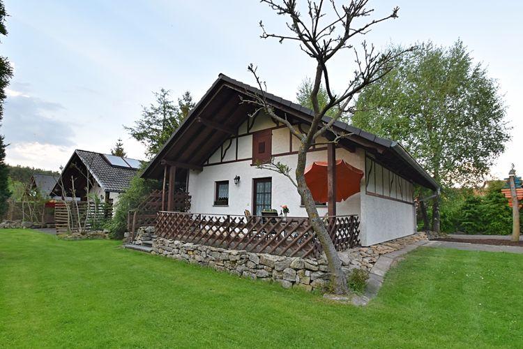 Vakantiewoning  met wifi  Krölpa  Vrijstaande vakantiewoning met twee terrassen en een grote tuin