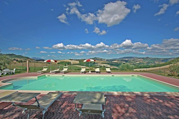 Sfeervolle villa met privézwembad, panoramisch uitzicht, 30 km van zee
