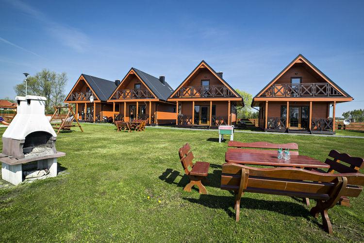 Vakantiewoning    Mielno  Mooi huis met uitzicht op het meer en op 1 km van zee. Ideaal voor 9 personen.