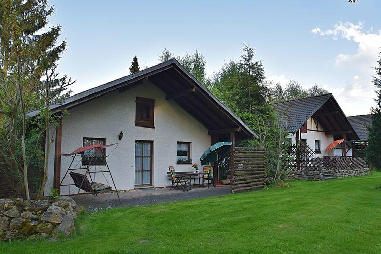 Vakantiewoning  met wifi  Krölpa  Vakantiewoning met terras, grote tuin en speel- en recreatieschuur