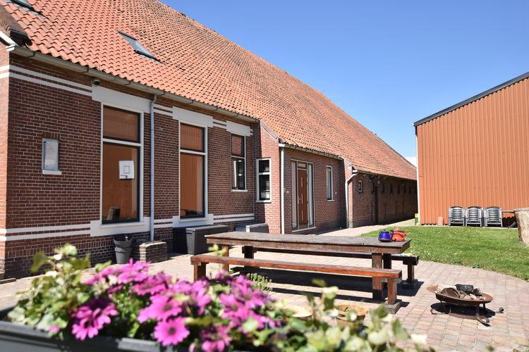 Vakantiewoning  met wifi  Meeden  Familiewoning met grote tuin in Oostelijk Groningen