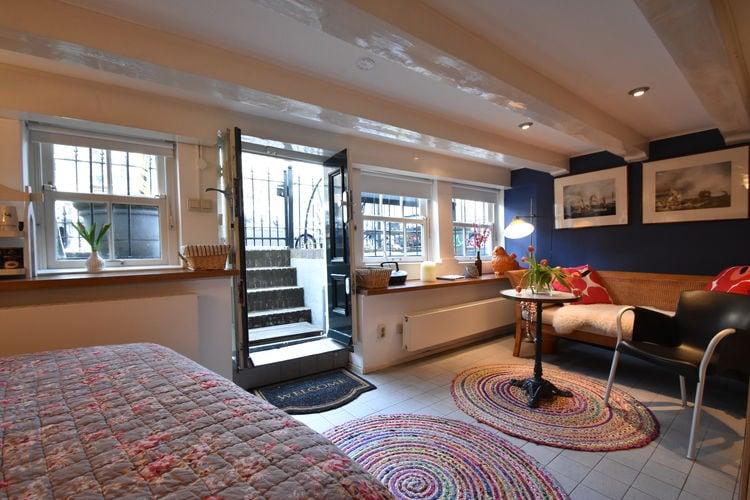 Vakantiewoning  met wifi  Amsterdam  Luxe studio in 16de eeuws grachtenpand in Amsterdam omgeving Leidseplein.