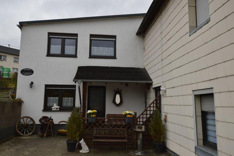 Lirstal (Eifel) Vakantiewoningen te huur Comfortabele en authentieke woning in een bosrijke omgeving nabij de moezel