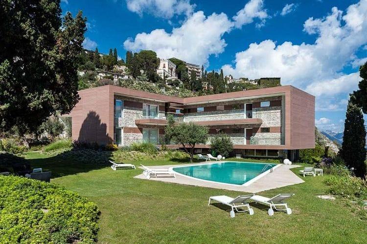 Prachtige residentie met zwembad en mooi uitzicht op zee, in pittoresk Taormina.