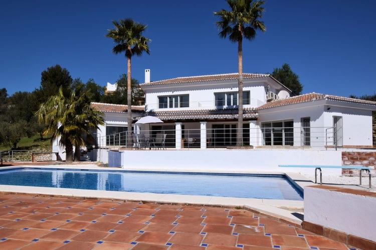 Villa met zwembad met wifi  MondaVilla Nibo