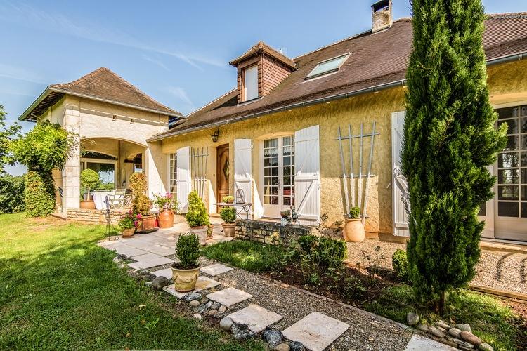 Warm en persoonlijk ingerichte villa met zomerkeuken en privé zwembad.