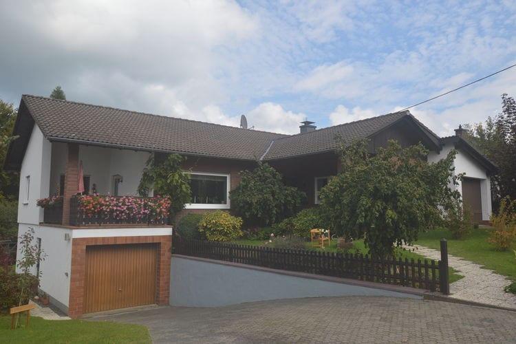 Eifel Vakantiewoningen te huur Comfortabele woning gelegen in bosrijke omgeving met zonnige en ruime privetuin.
