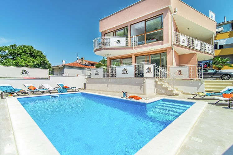Novigrad Vakantiewoningen te huur Moderne villa met privé zwembad en jacuzzi, centrum en strand op loopafstand