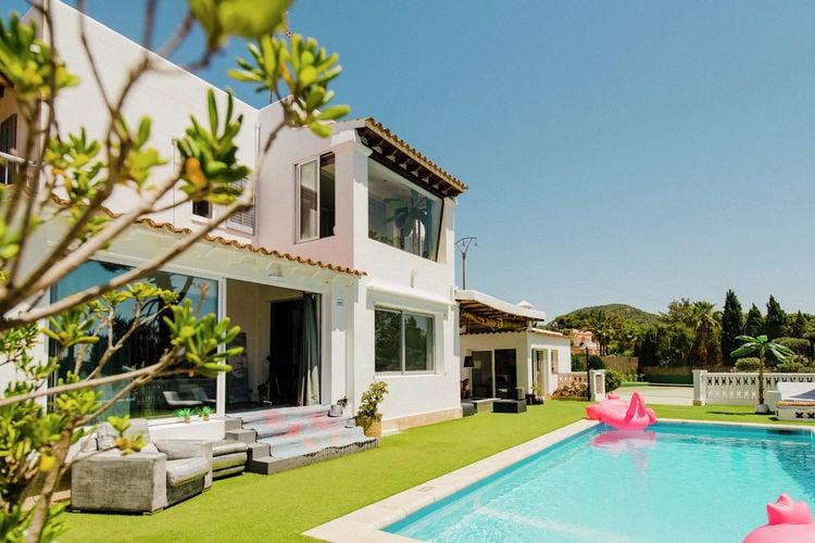 Ibiza Vakantiewoningen te huur Moderne smaakvol ingerichte villa met eigen tennisbaan dichtbij Ibiza stad