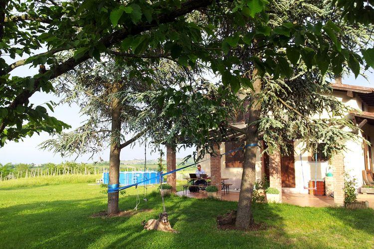 Italiaanse Meren Vakantiewoningen te huur Een deel van de villa, met zwembad, veranda, Hill View. totale ontspanning