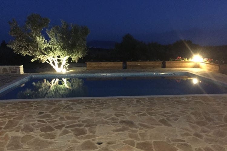 Luxe villa, nieuw, privé zwembad, prachtig uitzicht dal/zee, Finiki en Kamaria