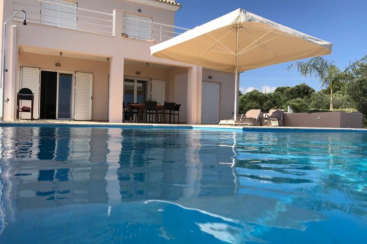 Villa met zwembad met wifi  Kamaria  Villa Elia