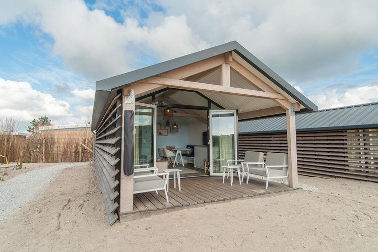 Hollum Vakantiewoningen te huur Knus strandhuis met twee slaapkamers, veranda en hangmat, slechts 1 km. van zee