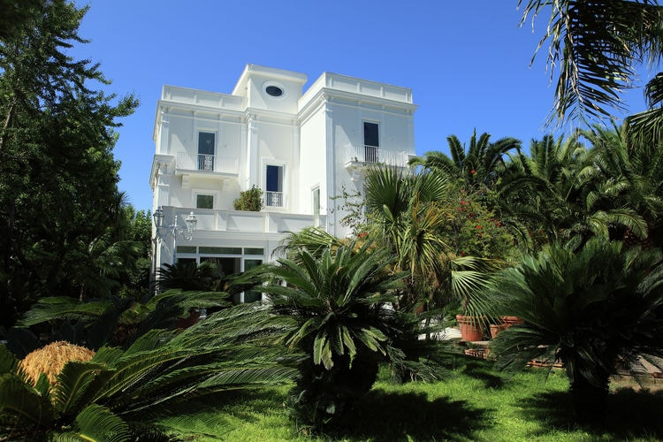 Luxe villa met privé zwembad en jacuzzi in het mooie Sorrento