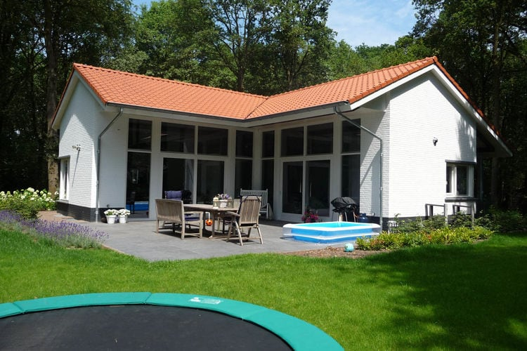 Villa met zwembad met wifi  Uden  Mooi en modern landhuis met riante tuin aan de bosrand, op park met zwembad