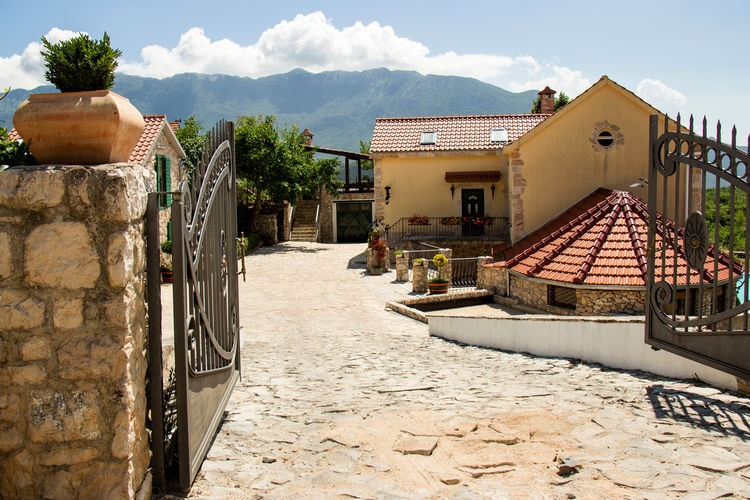 Holiday independent house Grabovac, goricaj