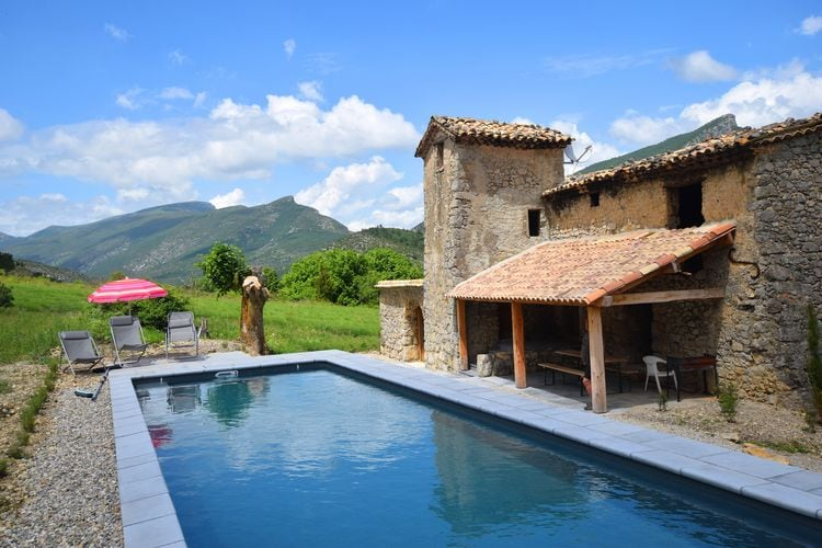 Vakantiewoning met zwembad met wifi  Saint May  Karakteristiek gerestaureerd vakantiehuis met natuurlijk zwembad in hartje Drome