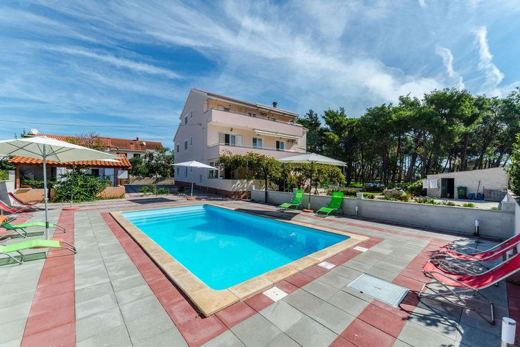 Kroatie Appartementen te huur Comfortabel appartement met zwembad en terras met uitzicht op zee!
