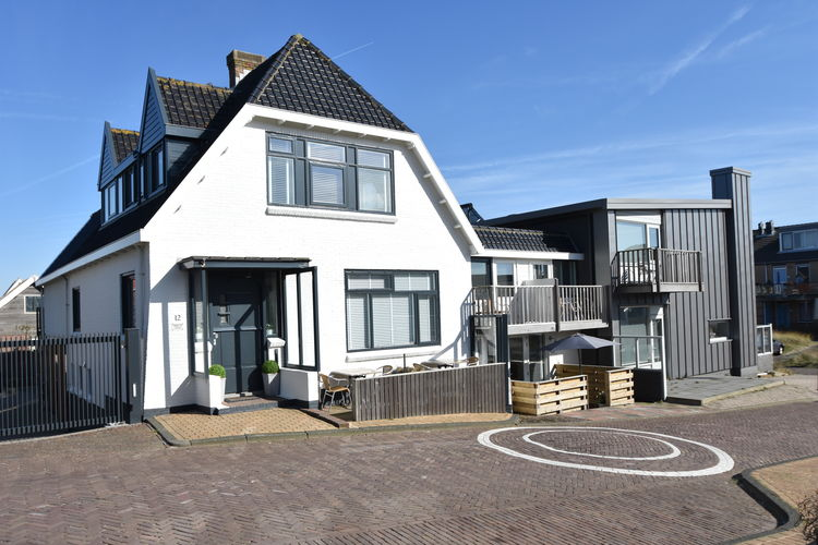 Bergen-aan-zee Vakantiewoningen te huur Uniek gelegen dubbele studio in Bergen aan Zee, aan het strand met privé parking