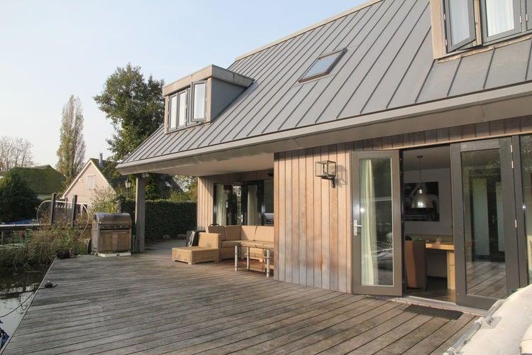 Loosdrecht Vakantiewoningen te huur Mooie luxe villa aan de Loosdrechtse Plassen met heerlijk terras aan het water