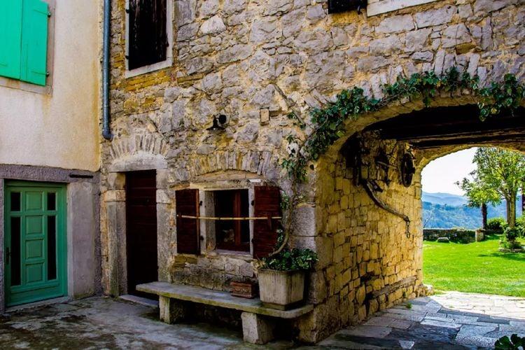 Sovinjak Vakantiewoningen te huur Authentiek gerestaureerd Istrisch huis, leuk terras met zwembad en BBQ