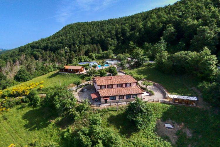 Italie | Marche | Boerderij te huur in Apecchio met zwembad  met wifi 6 personen