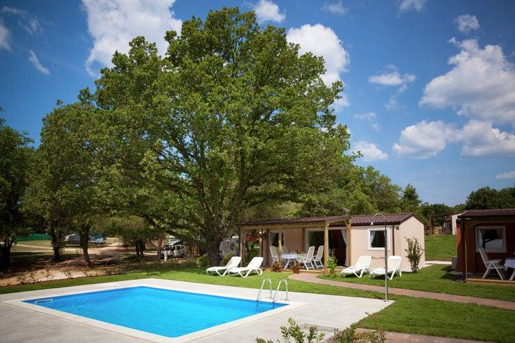 Kroatie Chalets te huur Chalet met mooie veranda, gelegen op ruim vakantiepark direct aan zee