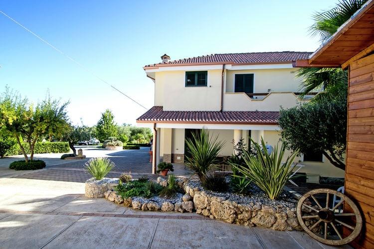 Appartement met zwembad met wifi  BasilicataCase Vacanza Villa Garden Mono