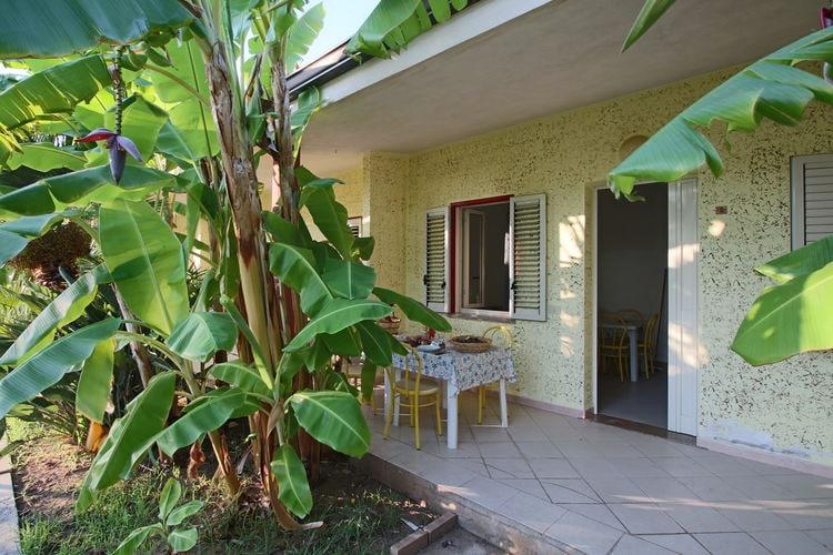 Basilicata Appartementen te huur Residence op 8 km afstand van Tropea, zwembad op 900 meter afstand