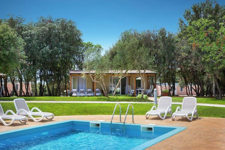 Rovinj Vakantiewoningen te huur Comfortabel chalet op mooi resort met vele faciliteiten, gelegen direct aan zee
