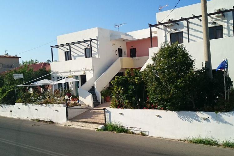 Appartement met zwembad met wifi  kretaStudio in Iliaktida Apartments