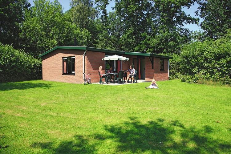 Bungalow met zwembad met wifi  OverijsselVakantiepark de Lindenberg 9