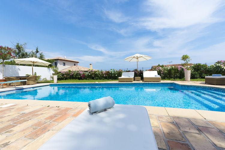 Antibes Vakantiewoningen te huur Schitterende airconditioned villa met verwarmd privézwembad en uitzicht op zee