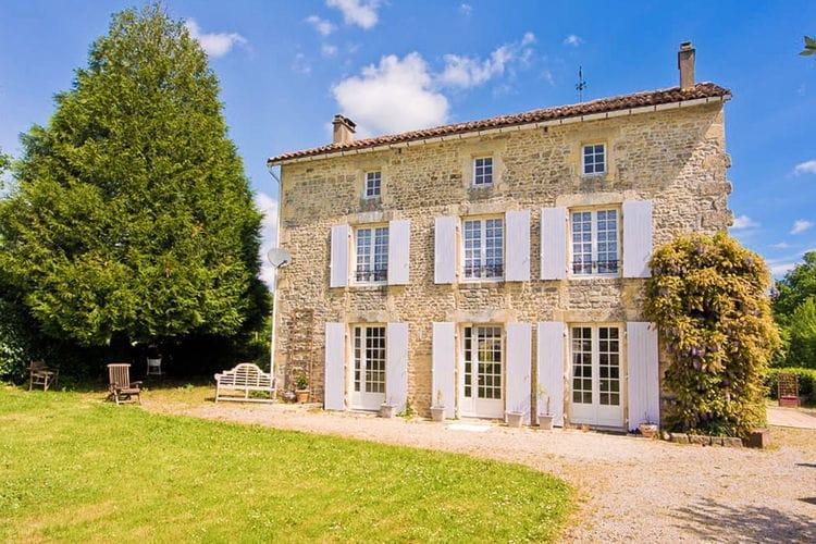 Frankrijk | Cote-Atlantique | Vakantiehuis te huur in La-Foret-de-Tesse met zwembad  met wifi 12 personen