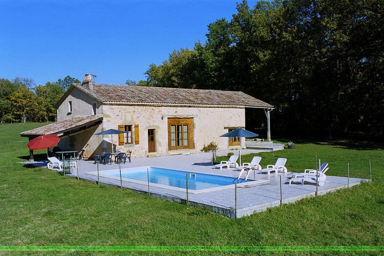 Maison avec piscine dans une nature préservée