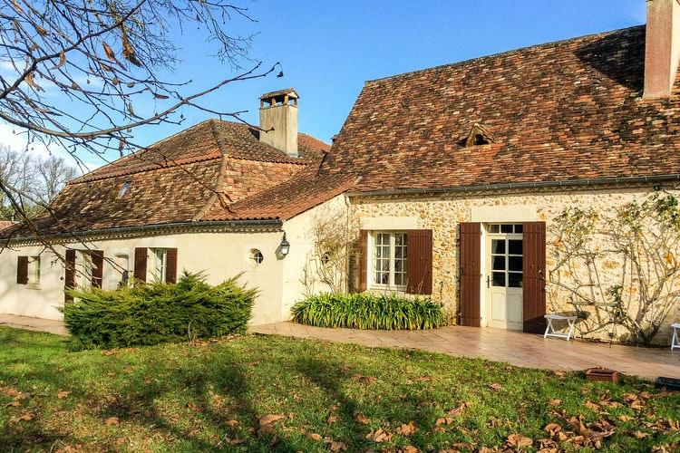 Romantisch huis met inpandig gastenverblijf, groot zwembad en zeer ruime tuin.