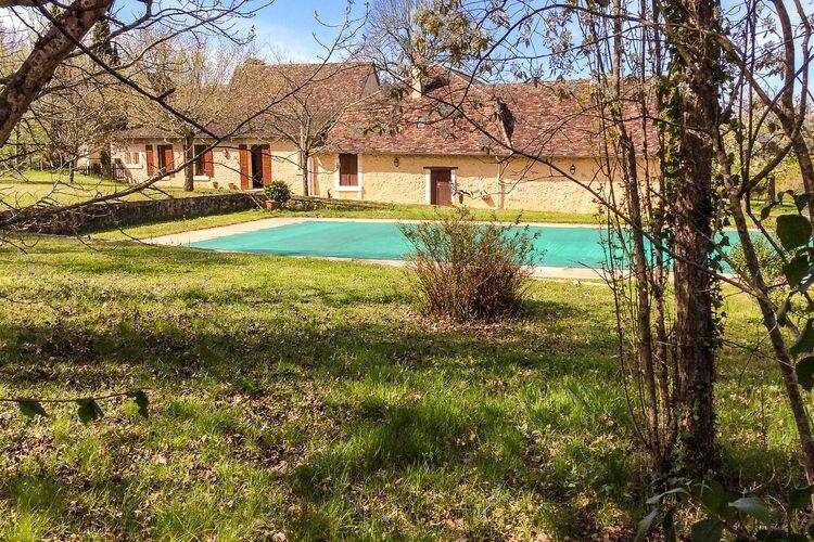 Issac Vakantiewoningen te huur Romantisch huis met inpandig gastenverblijf, groot zwembad en zeer ruime tuin.