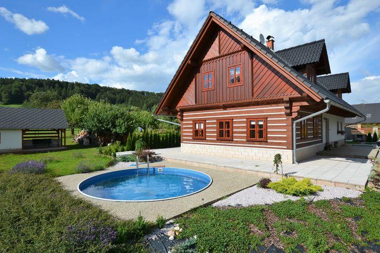Villa met zwembad met wifi  Nová Paka  Appartement met zwembad, veranda en omheinde tuin