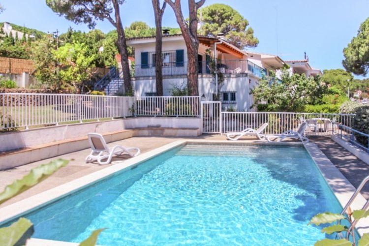 Vakantiehuis met zwembad met wifi  LescalaAlzines
