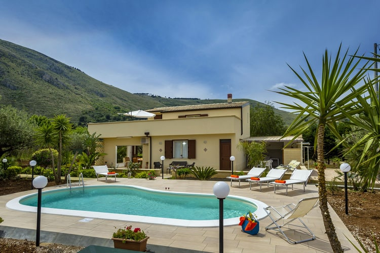 Villa met zwembad met wifi  SiciliaVilla La Gialla