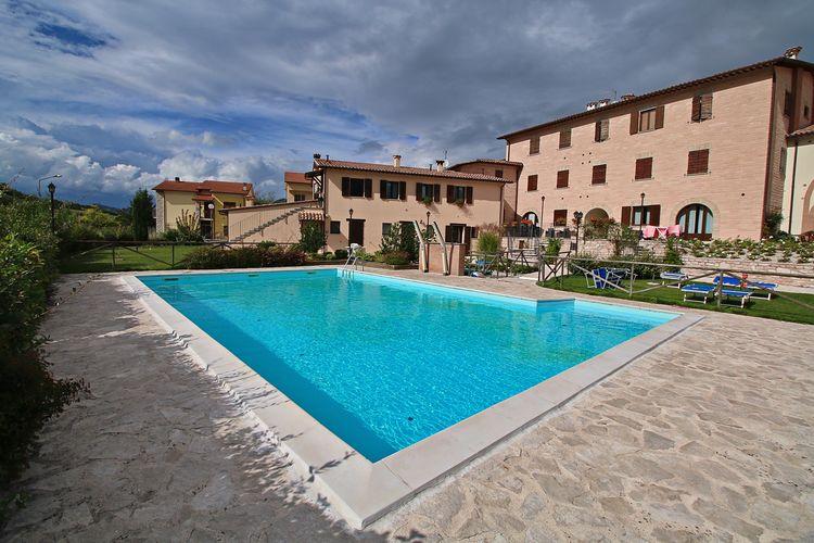 Vakantiehuis met zwembad, dichtbij Monte Nerone en natuurparken