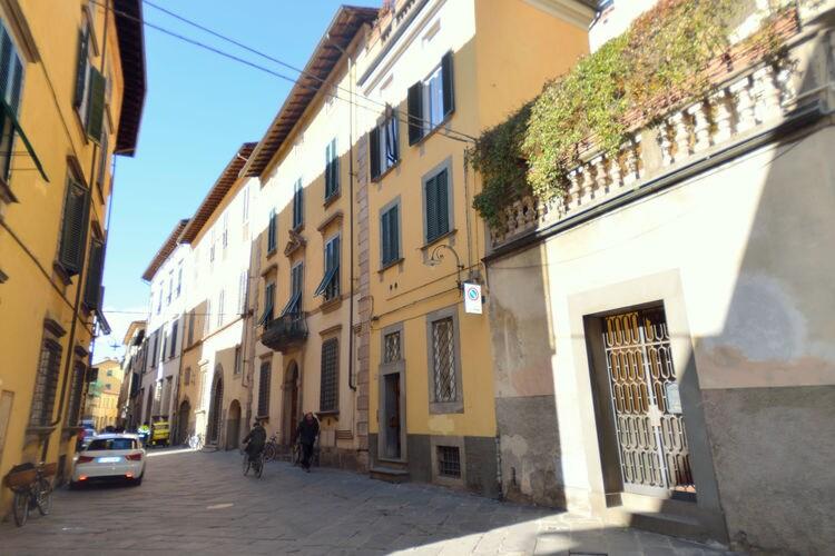 Vakantiewoning  met wifi  Lucca  Appartement in het historische centrum van Lucca, voor een bezoek aan de stad